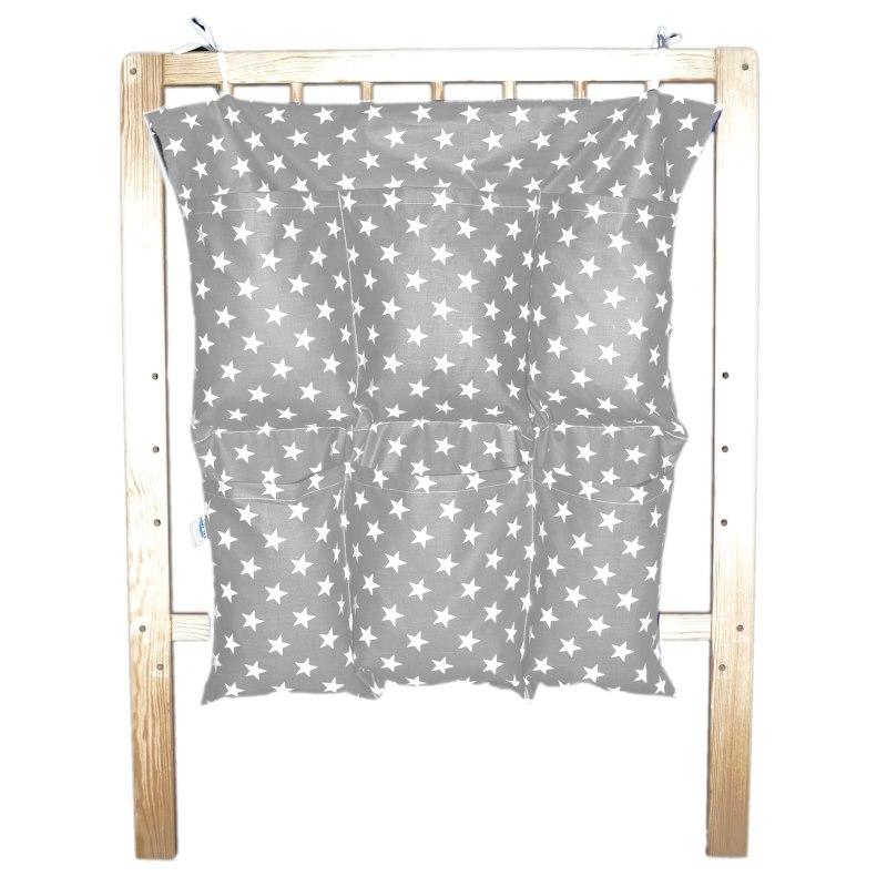 Bavlněný kapsář na postýlku - Bílé hvězdičky na šedé