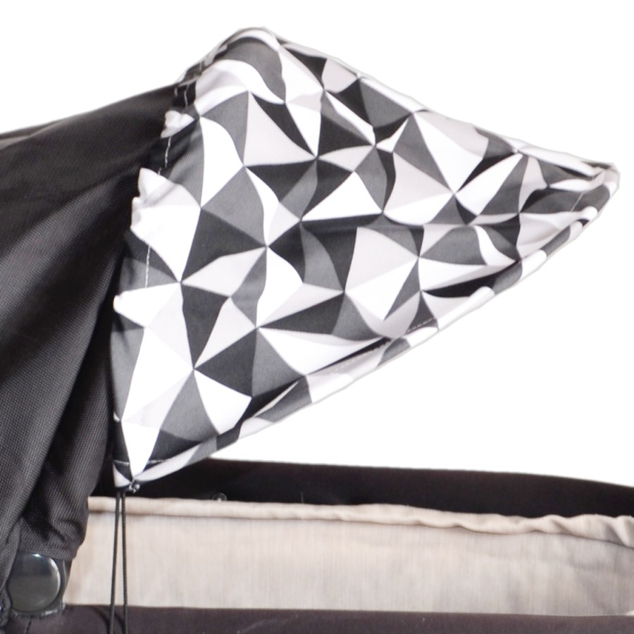 Sluneční kšilt na kočárek s UV filtrem - trohúhelníky šedé